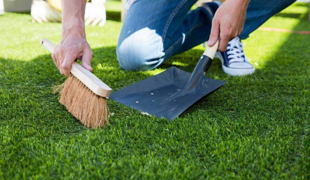 Укладка искусственного газона на землю