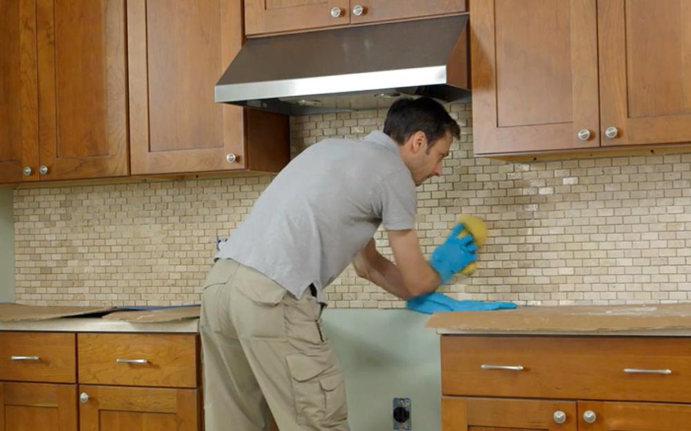 Укладка плитки кабанчик на фартук кухни