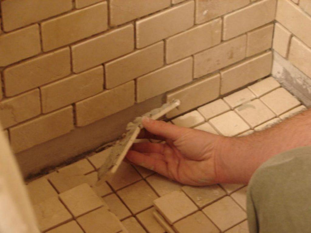 Укладка керамогранита на стену в ванной своими руками