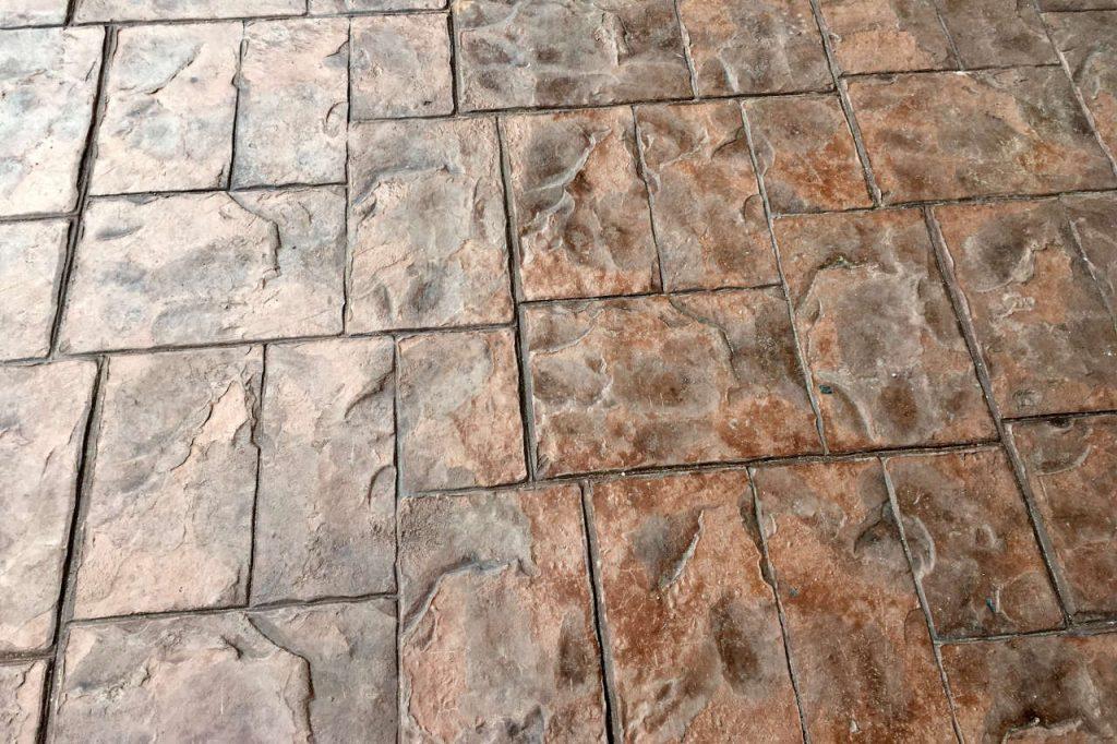 Укладка природного камня на бетонное основание