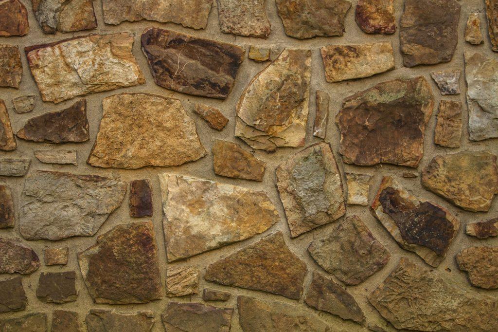 Укладка природного камня пластушки