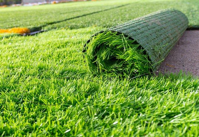 Укладка травы в рулонах