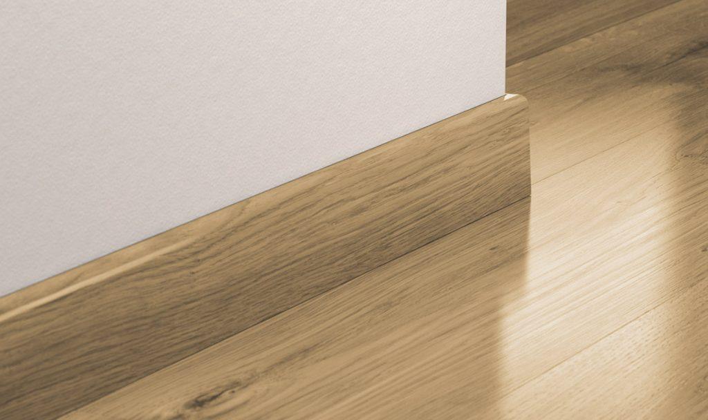 Установка деревянных плинтусов на пол