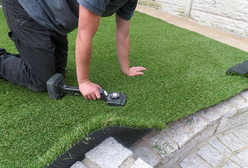 Укладка искусственного газона для футбольного поля